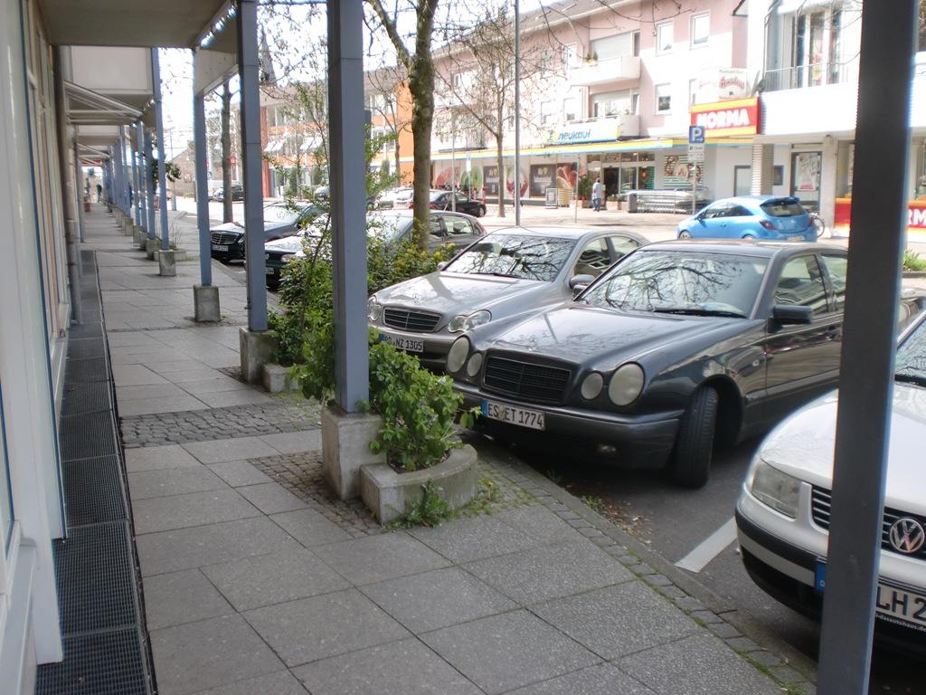 Genügend Parkplätze vorhanden